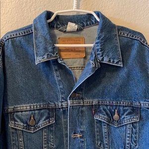 Vintage 90s Relaxed trucker LEVI jacket